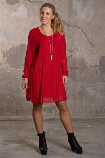 Dulcie - Plisserad klänning med glitter - Röd 31af1e2d1f833