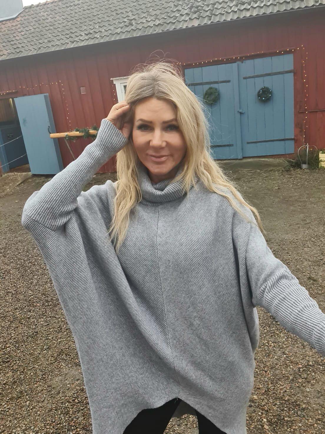 Bonnie - Stickad tröja med polokrage - Grå