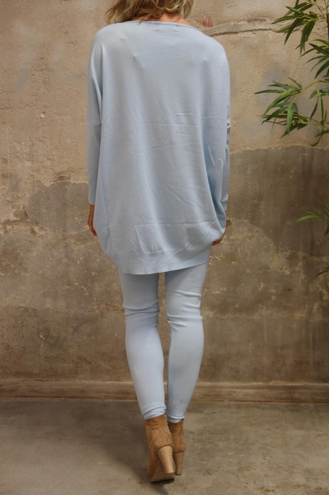 Brittany - Stickad set - Tröja o Byxor - Sky blue