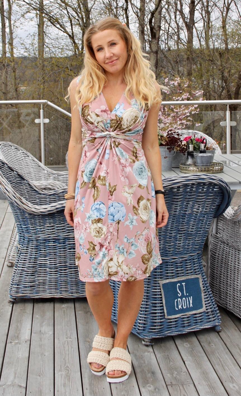 Carly Klänning - Blommor med Knut - Rosa