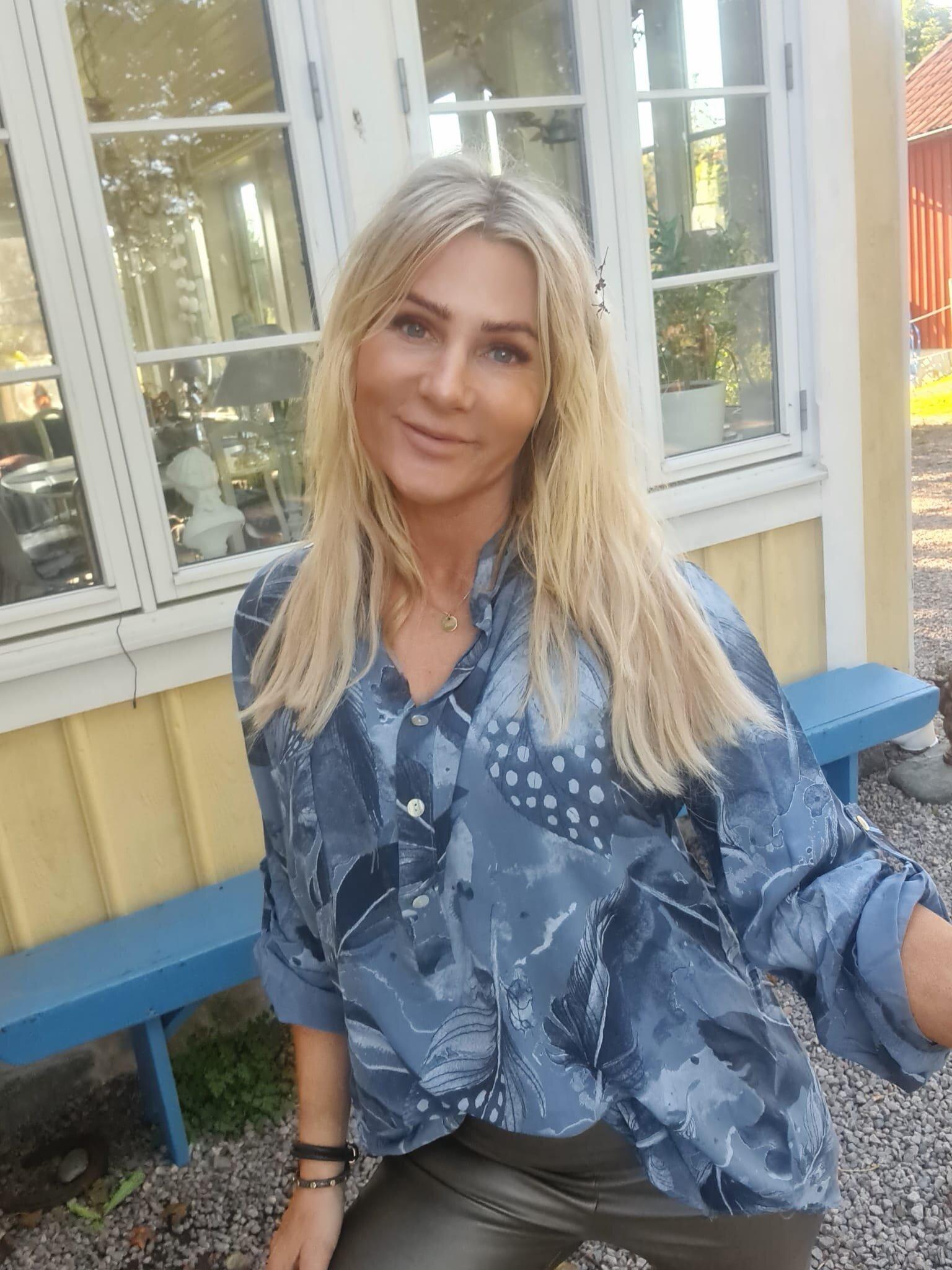 Cora Blus - Fjädermönster - Blå