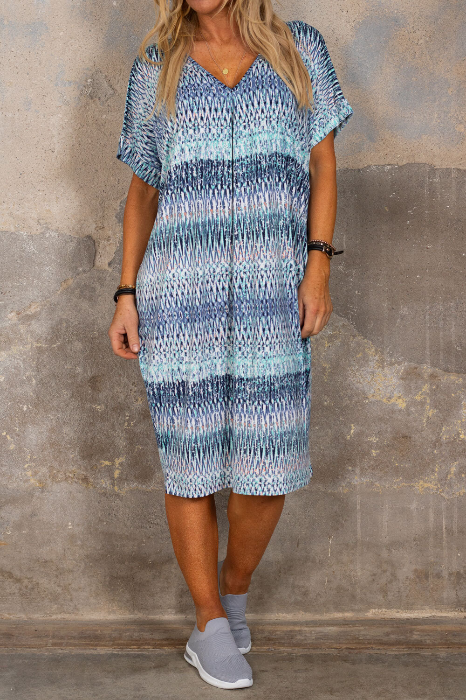 Isadora V-ringad klänning - Mönstrad - Blå