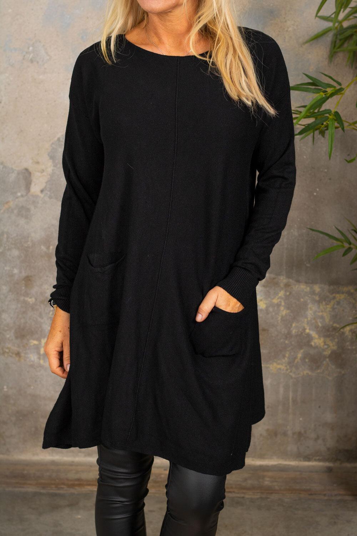 Klara Stickad klänning - Fickor - Svart