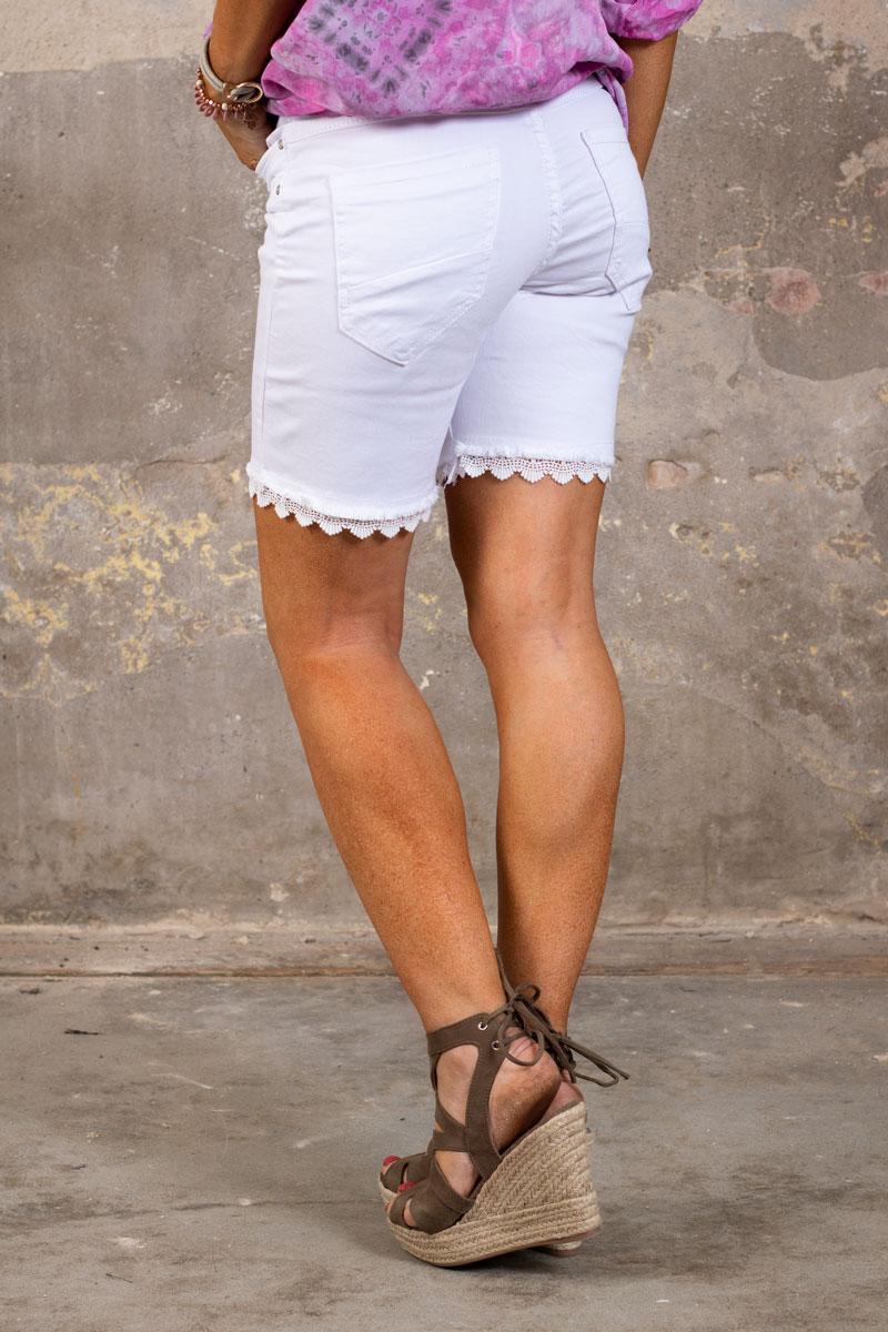 Langa-Shorts-med-Spets-off-white-bak