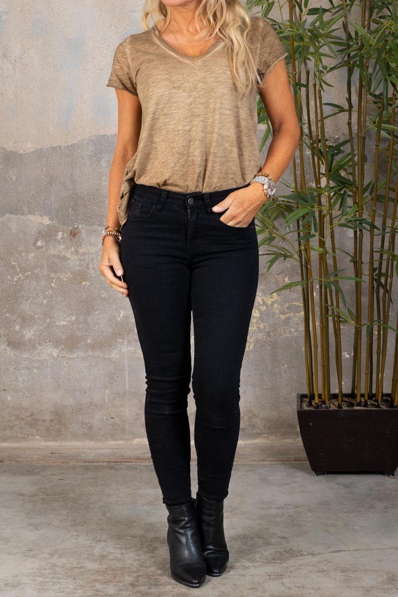 Marina---V-ringad-T-shirt---Mork-sand-hel