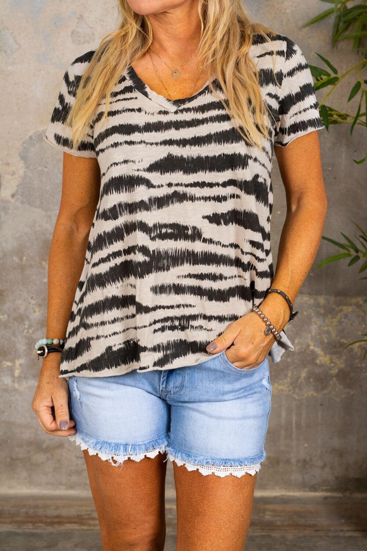 Marina - V-ringad T-shirt - Zebra - Beige