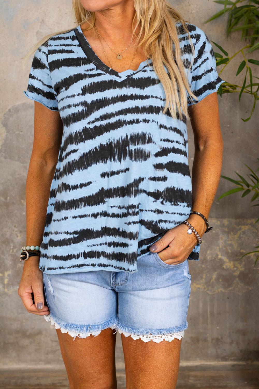 Marina - V-ringad T-shirt - Zebra - Blå
