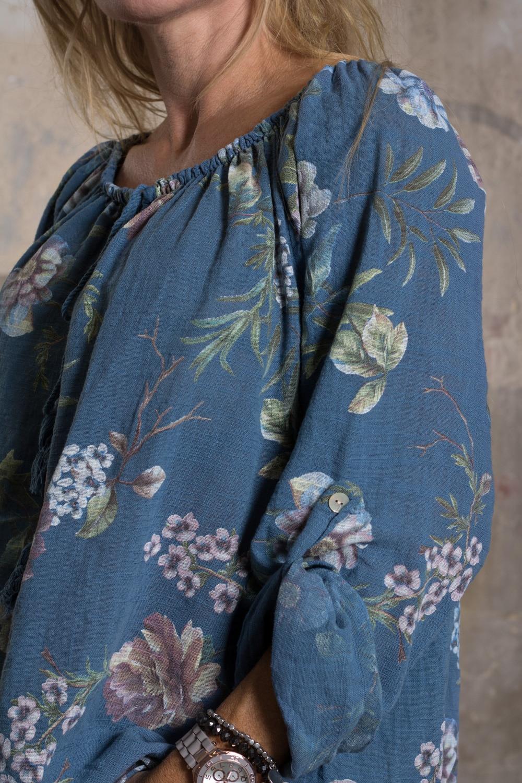 Mimi---Tunika-i-Linnetyg---Blommig---Blå-detalj