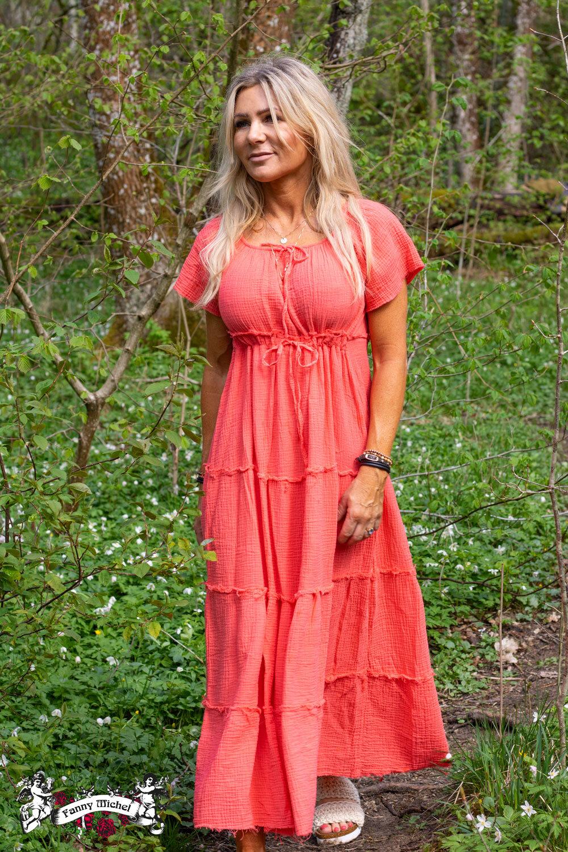 Moa klänning med råa kanter - Corall