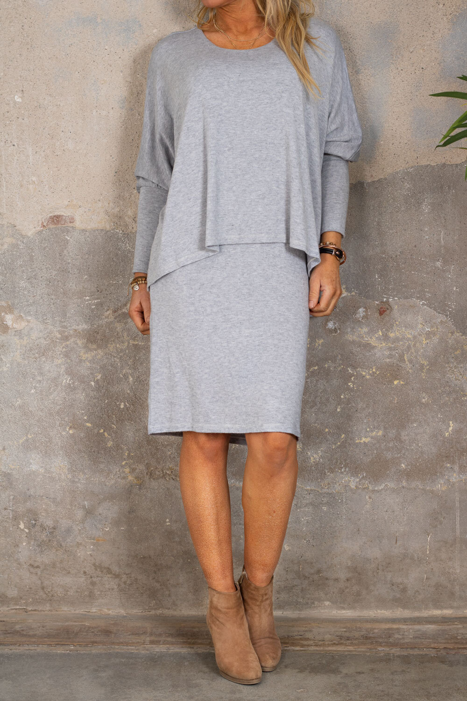 Naomi Finstickad klänning - Ljusgrå