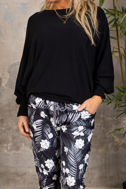 Renee Oversize tröja - Detaljer i rygg - Svart