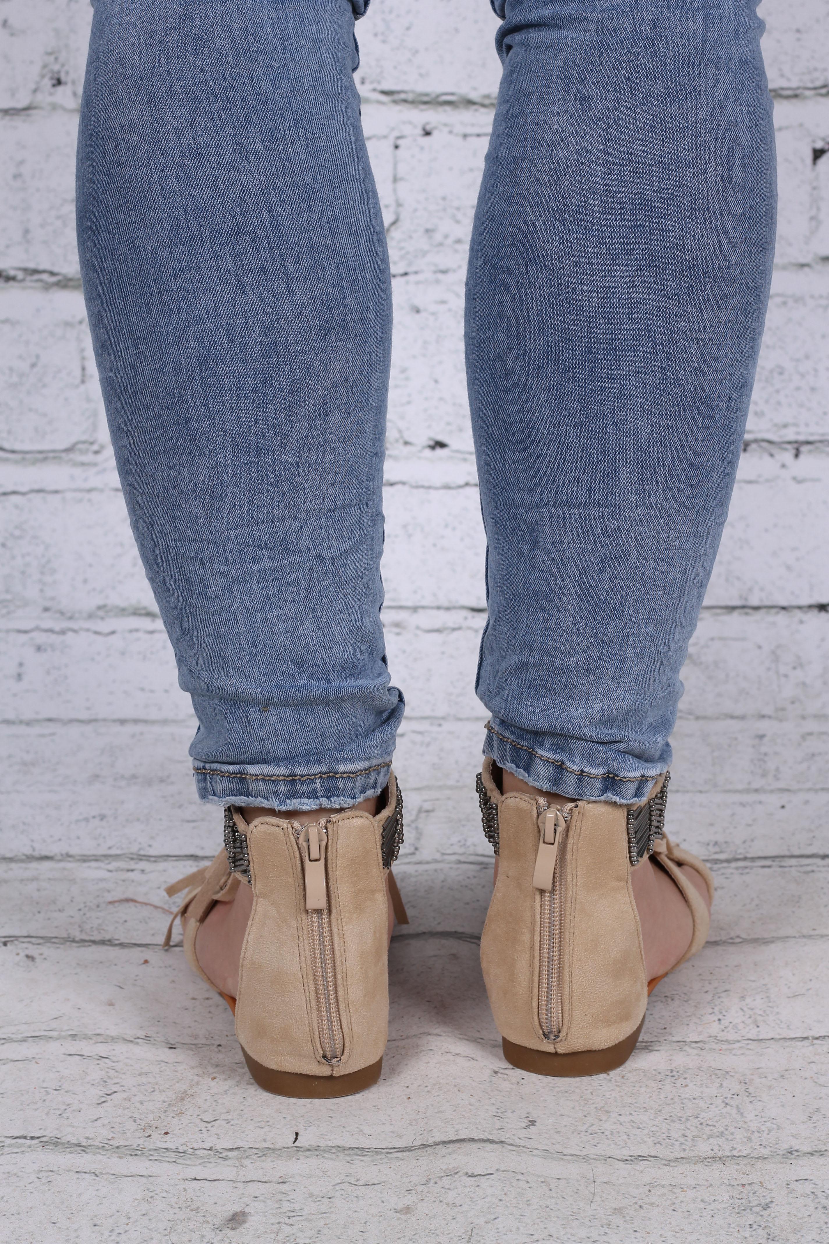 Sandaler med pärlor beige bak