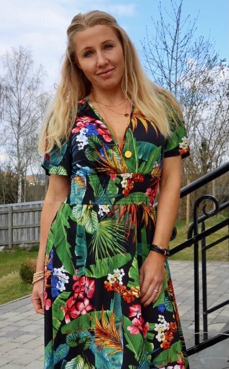 Sheila långklänning - Blad & Blommor - Svart