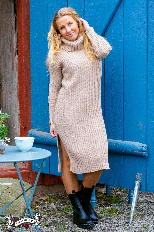 Amelia - Ribbstickad klänning - Sand