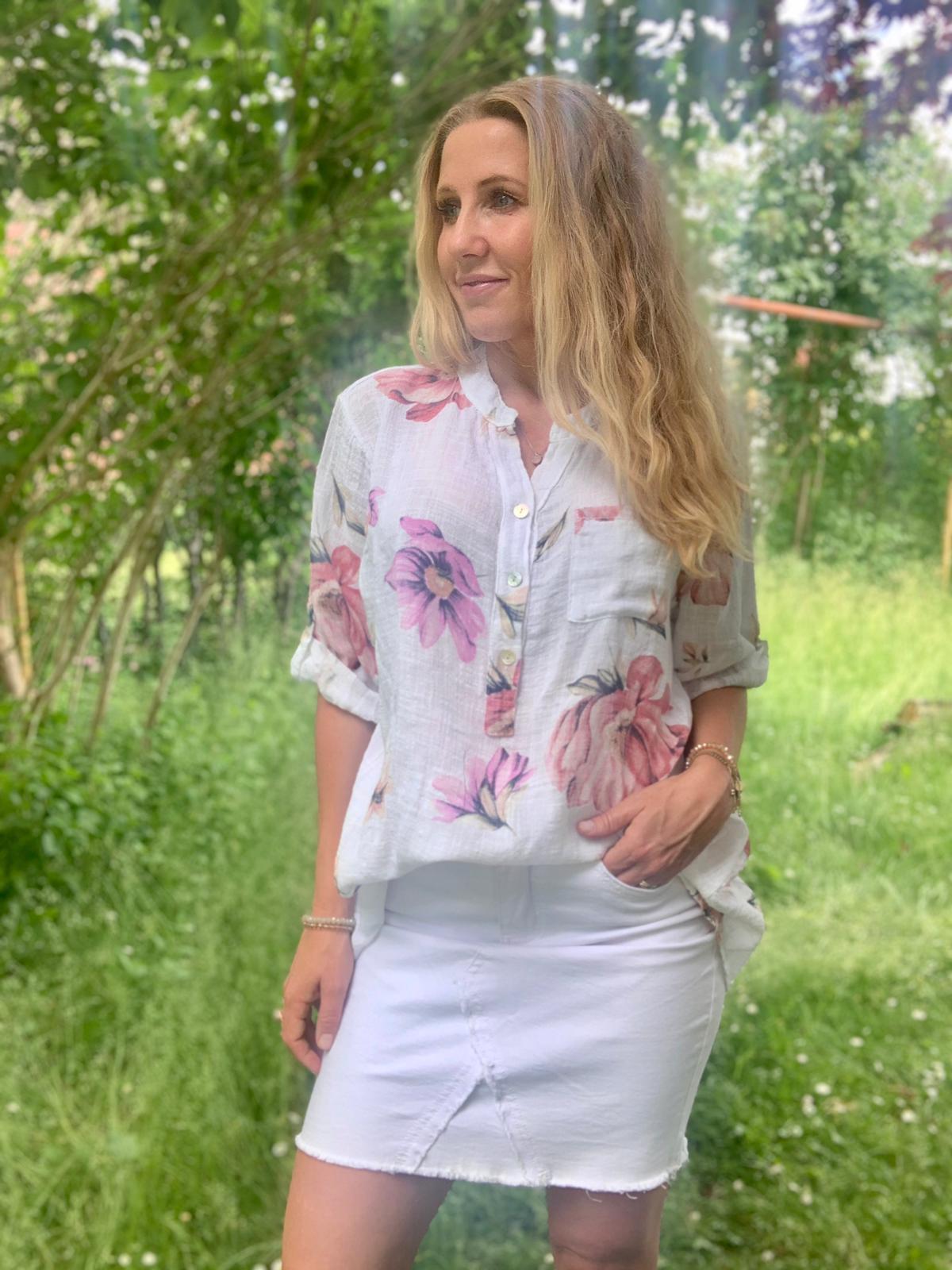 cora-blommor-vit-ute