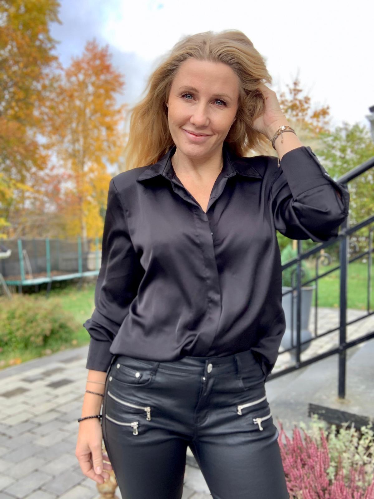 francine-sidenskjorta-svart-mobil2