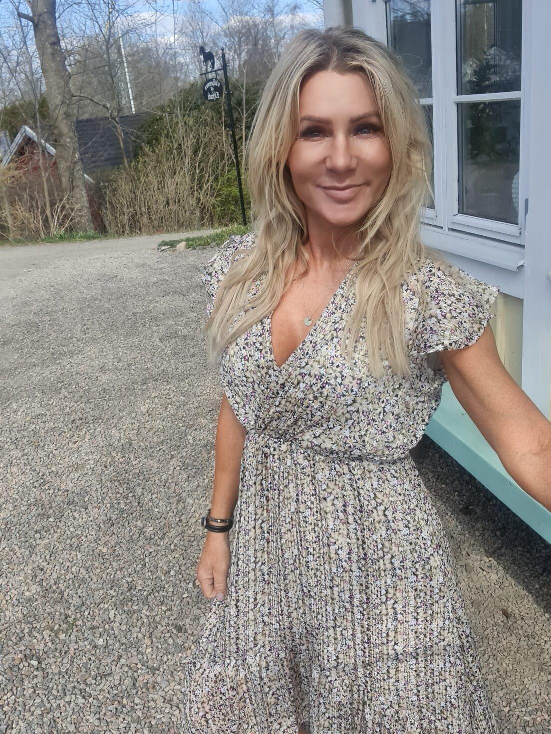 Hanna Klänning  - Blommönster - Beige/Svart